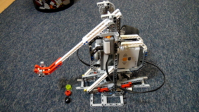 Catapult built from LEGO Mindstorms EV3/NXT (Part 1)