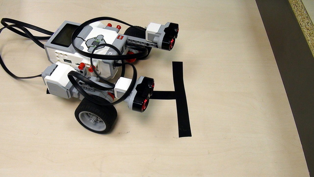 How to align to a wall with Ultrasonic Sensor from LEGO Mindstorms EV3 Set (part 1)