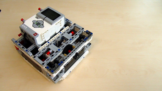 Image for Box Robot Two. Build it with fewer parts and motors