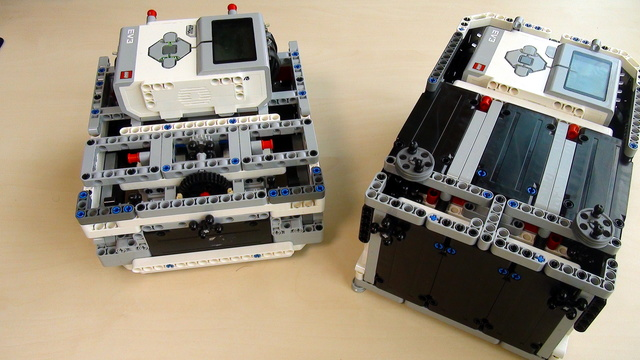 Preview for Box Robot Two. Cable management and accessibility of the LEGO Mindstorms EV3 brick