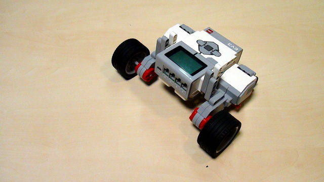 EV3 Phi. Task for fixing the EasyBot robot construction