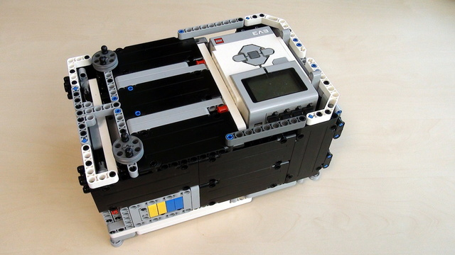 Build FIRST LEGO League Competition Robot